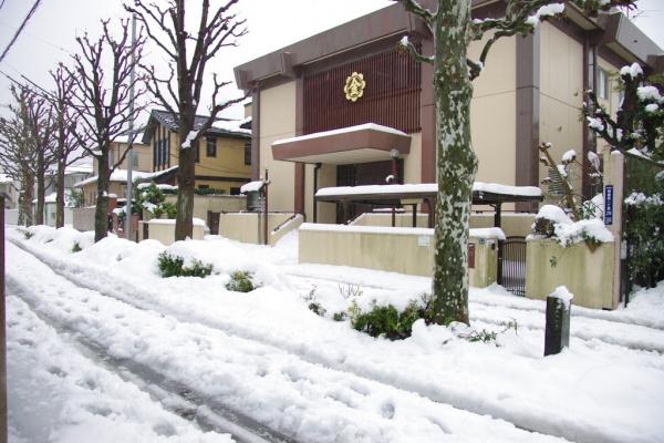 2014-2/8よりも積もったのではないか…2回目の教会雪化粧