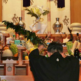 20年祭滞りなく、ありがたく執り行われました。 偲ぶ会では、他宗の先生方はじめ、多くの方がご列席頂きました。 大阪教会長 白神信幸先生からは、思いがけず、先代教会長である 父 三宅美智雄大人之霊神の話を聞かせて頂きました。 亡き先代先生と共に参拝させて頂けた20年祭でした。