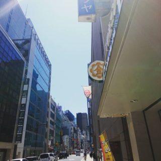 今日は銀座のど真ん中。 真夏のような暑さ!